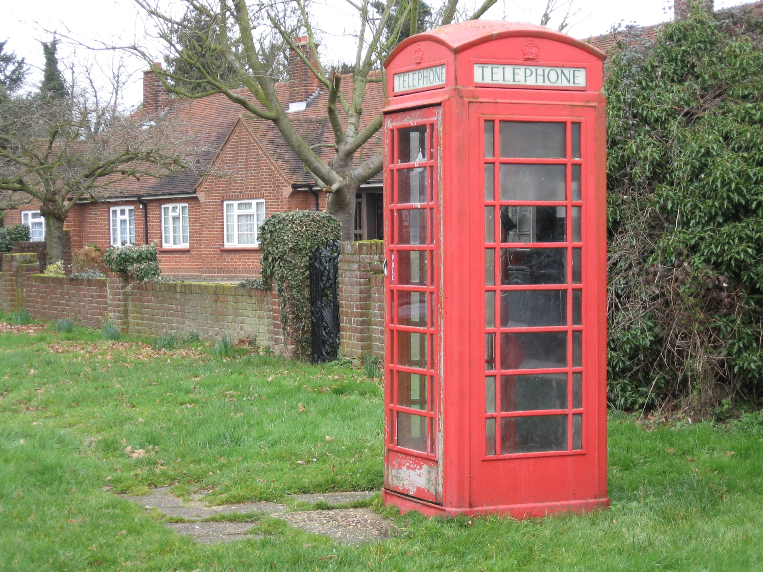 red_telephone_box_in_earls_colne